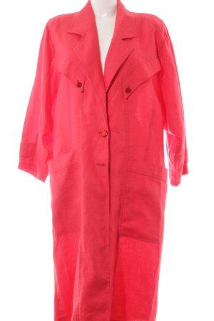Oversized Mantel rot extravaganter Stil