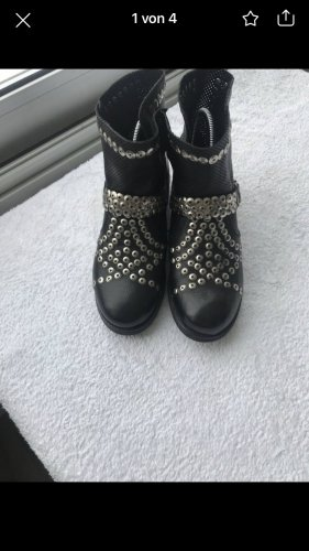 Ovey Boots