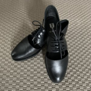 G.K.M. Oxfords black leather