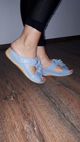 Sandalias cómodas azul celeste-marrón arena