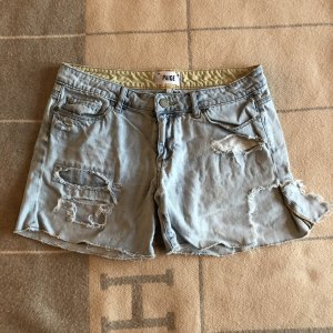 Paige Shorts Gr. 27/28 super distressed