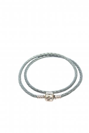 Pandora Pulsera color plata look casual