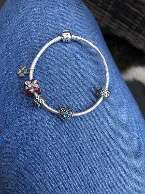 Pandora Armband inklusive 5 Charms