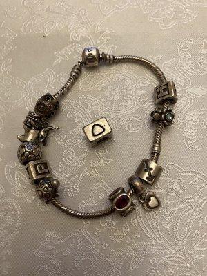 Pandora Armband mit 12 Charms