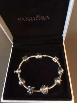 Pandora Charm-Armband mit Herzverschluss und  8 Charms