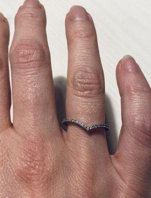 Pandora Wishbone Silberring mit funkelnden Steinen