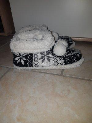 Pantuflas blanco-negro
