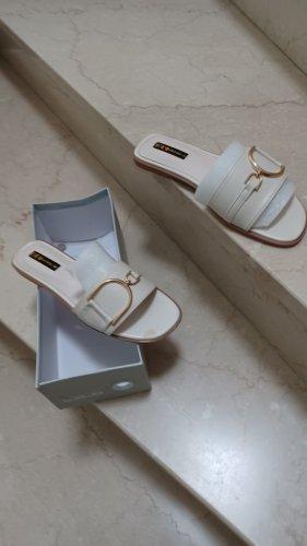 Sandalo con tacco bianco sporco-crema