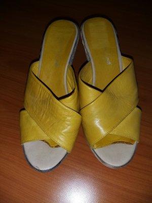 Andrea Conti Sandalias con tacón beige claro-amarillo Cuero