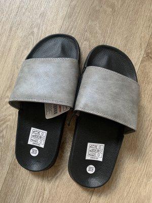 Pantoletten 38/39 NEU Fashion schwarz grau Damen Schlappen