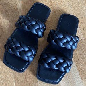 H&M Flip-Flop Sandals black