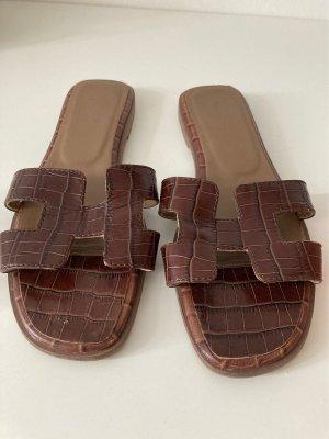 Sandalo con tacco marrone-nero