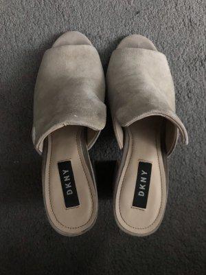 DKNY Sandalo con tacco crema