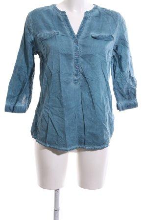 Paola! Camisa con cuello V azul look casual