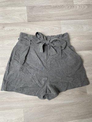 Paperbag Shorts Bershka grau