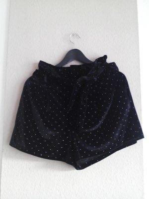 Paperbag-Shorts in Samtoptik mit Nietenbesatz in silber, Größe M