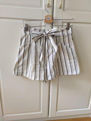 Paperbag Shorts mit eleganten Streifen von Zara