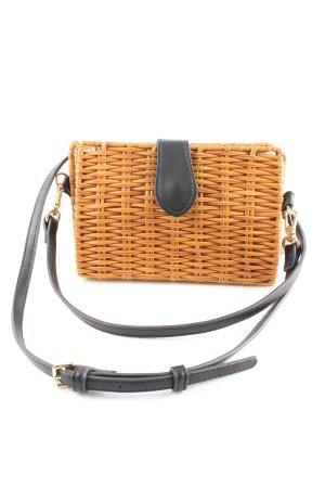 Bolso tipo cesta negro-naranja claro look casual