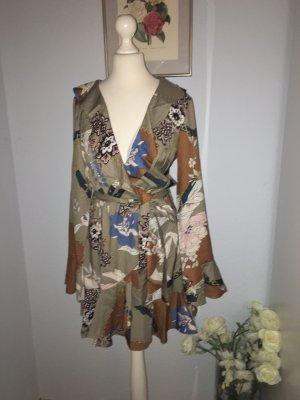 Parisian neues Blogger-Kleid