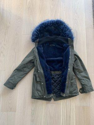 Parker Von Zara mit blauem Fellkragen