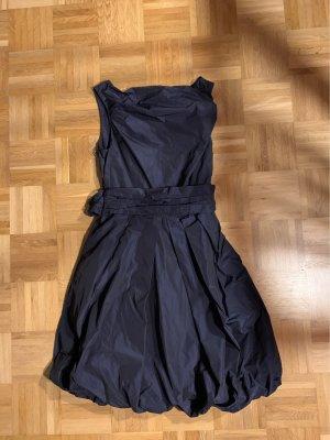 Young Couture by Barbara Schwarzer vestido de globo azul oscuro