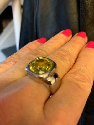 Passender Ring zum Anhänger mit gelbgrünen Kristallstein