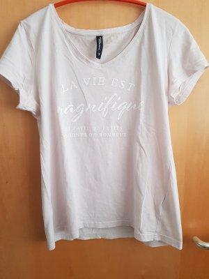Pastellfarbenes rosa  T-Shirt mit weißem französischem Schriftzug