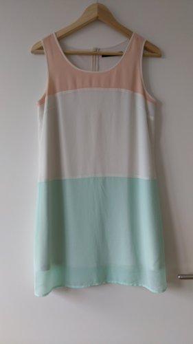 Pastellfarbenes Sommerkleid