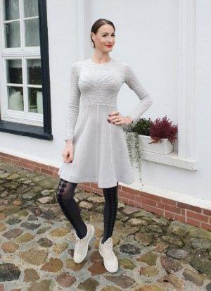patrizia pepe alaia skater kleid Strickkleid Kaschmir Tellerrock winterkleid