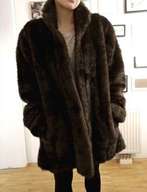 Futrzany płaszcz ciemnobrązowy