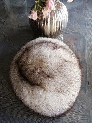 Sombrero de piel blanco-gris claro