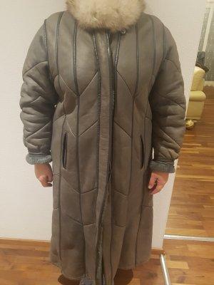 Manteau de fourrure gris-beige clair