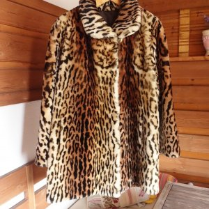 Abrigo de piel beige-negro