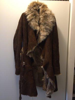 Abrigo de piel beige-marrón oscuro