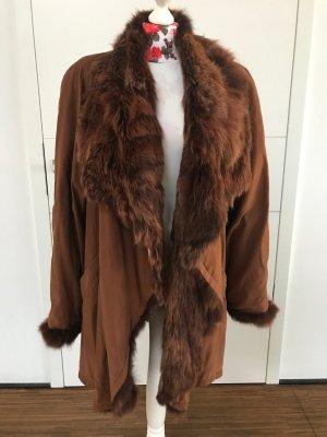 Abrigo de piel marrón-coñac