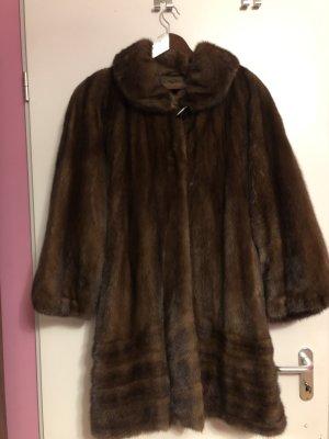 Manteau de fourrure brun