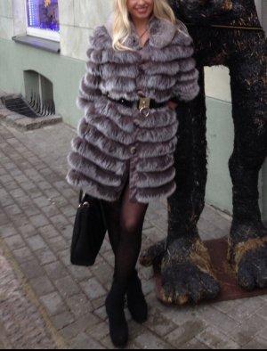 Manteau de fourrure gris clair