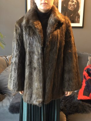Manteau de fourrure brun noir