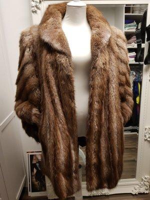 Abrigo de piel marrón grisáceo-marrón