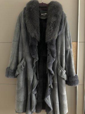 Futrzany płaszcz szary