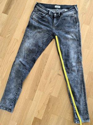 Pepe Jeans Vaquero estilo zanahoria gris