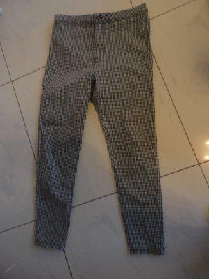 Bershka Spodnie ze stretchu biały-czarny