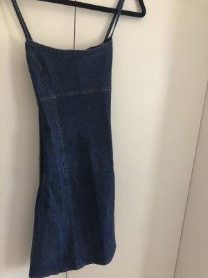 Perfekt geschnittenes Jeanskleid