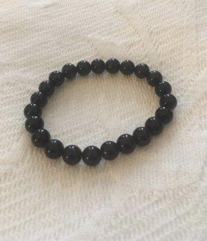 Brazalete de perlas negro