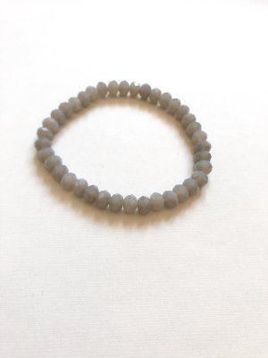 Bracelet en perles gris clair