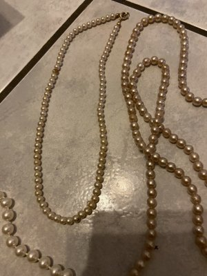 Collar de perlas crema-beige