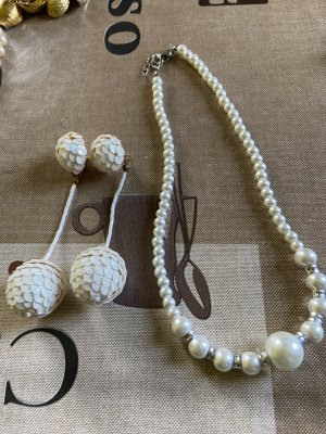 Collana di perle bianco