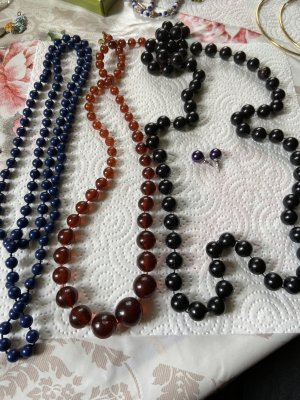Collana di perle nero-blu