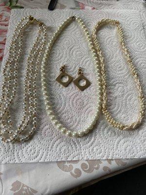 Collar de perlas blanco-crema