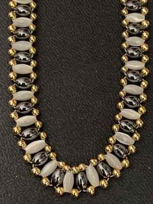 Collar de perlas color plata-negro